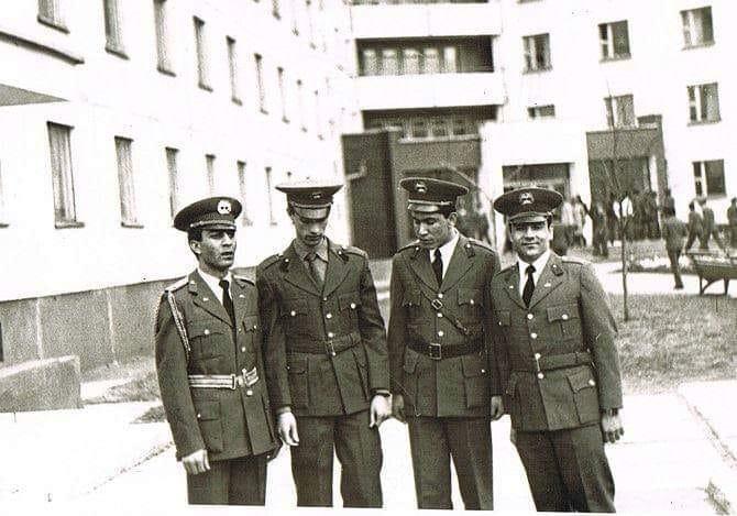 Выпуск 1990 г. С лева : Amanullah Hotaki, Хамед Ширзау (сейчас в Канаде), Эхсанулла Азим (уже генерал командует Академией Маошала Фахима, и Хайдар (проживает в Норвегии)