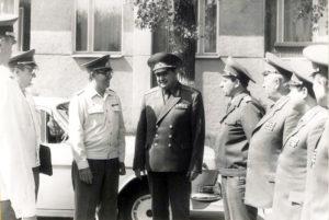 Генерал-майор В. Бамбуров с представителями армии ГДР