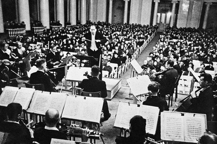Во время исполнения Седьмой симфонии Д.Шостаковича 9 августа 1942 года