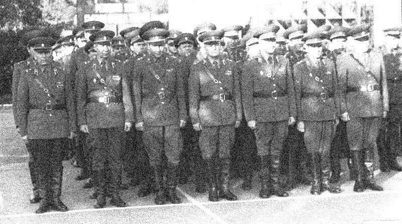 Офицеры в строю