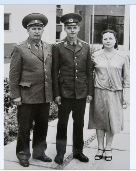 Николай Павлович Троско с семьей